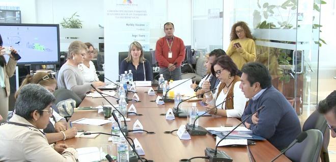 Aprueban informe para primer debate de reforma a leyes que rigen el sector público