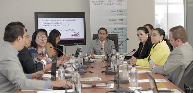 Javier Bustos y Orlando Pérez acudirán a Comisión de Justicia por caso Papeles Panamá
