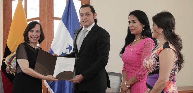 Asamblea reconoció labor de Embajadora de Honduras en Ecuador