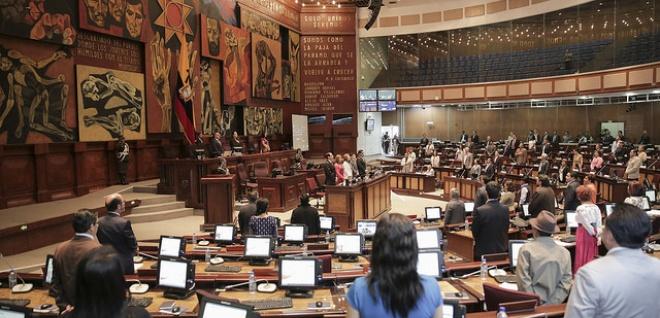 Asamblea debatió esta semana 11 proyectos. Sigue investigación sobre Panama Papers