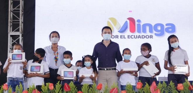 La Asamblea Nacional entrega tablets a estudiantes de Orellana