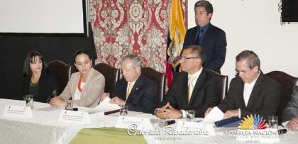 Legislativo en firma de convenio de último caso de delimitación marítima