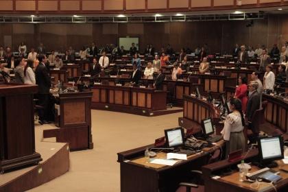 Asamblea rinde homenaje a las víctimas del avión siniestrado en Pastaza