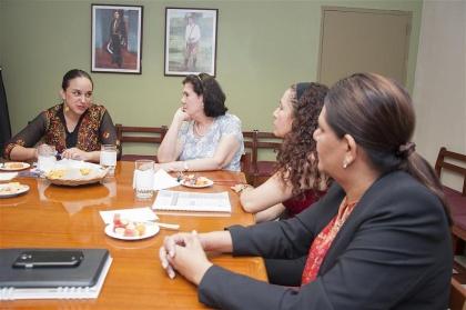Gabriela Rivadeneira se reunió con ministras y parlamentarios nicaragüenses