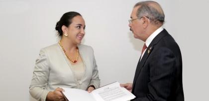 Gabriela Rivadeneira entrega manifiesto a nuevo Presidente Pro Témpore de CELAC