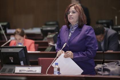 Ley responde a interés de las grandes mayorías: Betty Carrillo