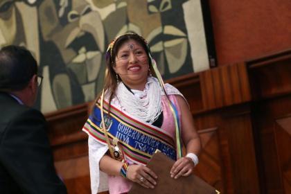 Asamblea Nacional condecora a Diana Aguavil