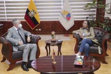 Presidenta de la Asamblea y Titular de Senescyt ponen énfasis en la creación de universidades amazónicas