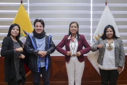 Presidenta de la Asamblea y jóvenes de la Conaie tratan leyes que promuevan el empleo, la cultura y el deporte