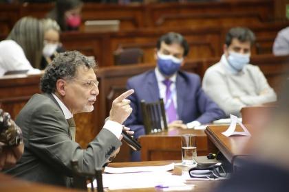 Pablo Celi defendió legalidad de su nombramiento y ejercicio como contralor
