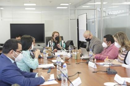 Proponen crear mesa técnica interinstitucional para revisar la reclasificación de puestos en el sector salud