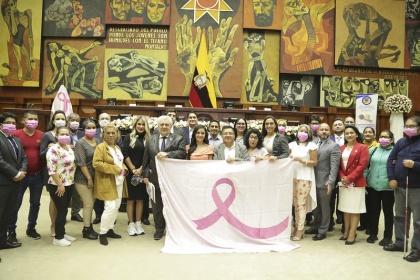 "En la Asamblea firman la Declaratoria para reducir la mortalidad a causa del cáncer de mama"""