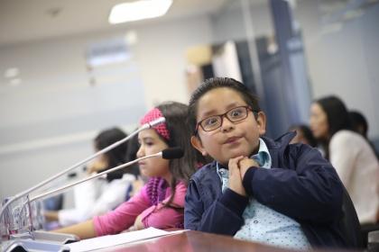 Niños participan como asambleístas por un día