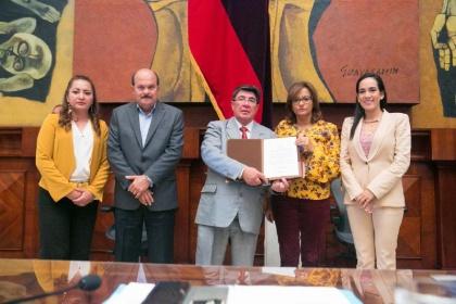 Asambleístas reconocen labor cultural de la Casa Juan Montalvo