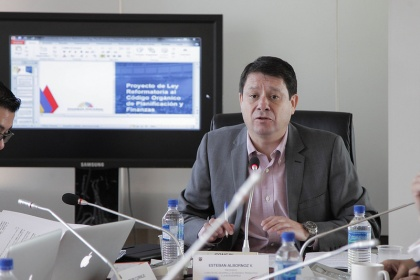 Asambleísta Esteban Albornoz, presidente de la Comisión de Desarrollo Económico