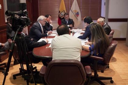 José Serrano se reunió con representantes de productores de cacao y café
