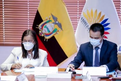 Presidenta de la Asamblea recibe donación que beneficiará a la Amazonía